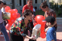 1 iunie cu baloane si dulciuri