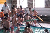 Dornici de a învăţa tainele înotului
