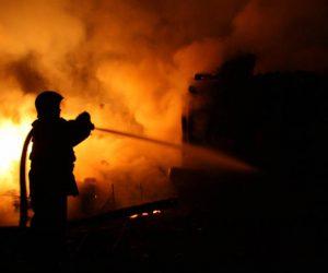 Incendiu la un depozit de furaje provocat de un fumător neatent
