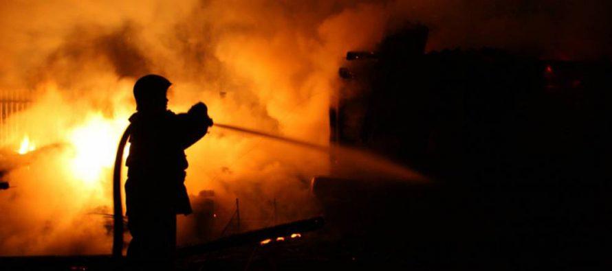 Incendiu puternic la o locuință din comuna Ion Creangă, 3 camere au ars