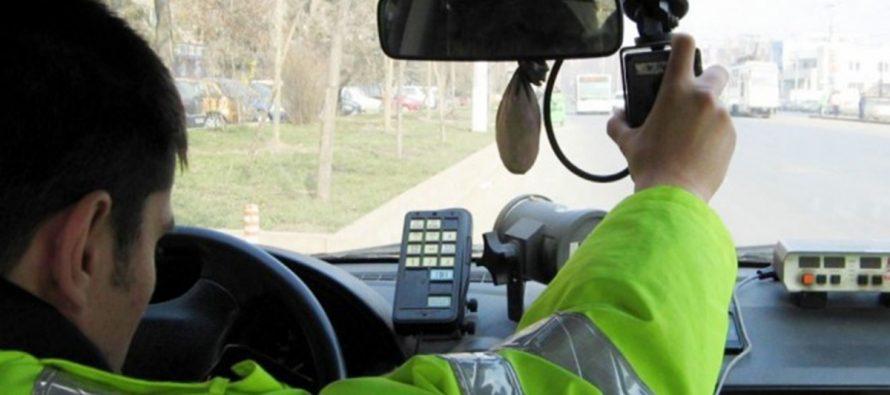 Bărbat din Săvinești prins cu viteză în localitate și fără permis valabil