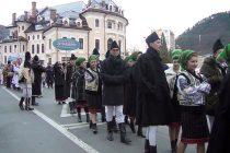 Spectacol deosebit la parada costumelor populare