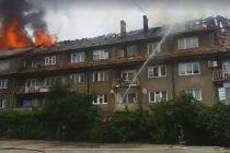 Incendiu extins pe acoperişul unui bloc din Piatra Neamţ