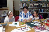 Atelier de meşteşuguri tradiţionale la Biblioteca Județeană