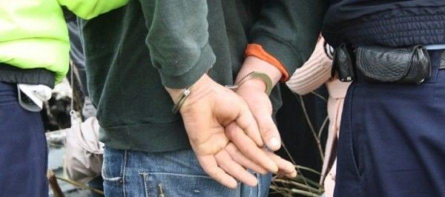 Bărbat cu mandat de arest preventiv, depistat de polițiști la Bodești