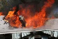 Acoperișul unei case din Vânători Neamț a ars în urma unui incendiu