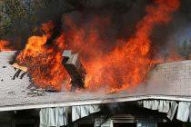 Incendiu puternic la o locuință din comuna Valea Ursului