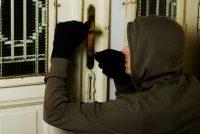 Doi tineri din Pipirig identificaţi şi reţinuţi pentru furt calificat