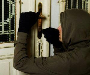 Prins de polițiști după mai multe furturi din locuințe