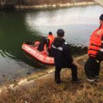 Accident masina plonjata in apa Stejaru (1)