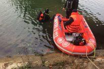Bărbat căzut în pârâul Cuejdi, salvat de pompieri