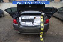 6440 pachete de țigări nemarcate într-o maşină depistată în trafic de poliţişti