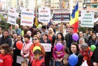 """Coaliţia pentru Familie: caravana """"Referendum pentru România"""" ajunge în Piatra Neamţ"""