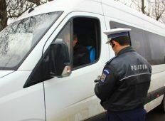 Maşinile de transport persoane, verificate de poliţişti