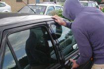 Minor reținut pentru furtul unui autoturism, conducere fără permis și distrugere