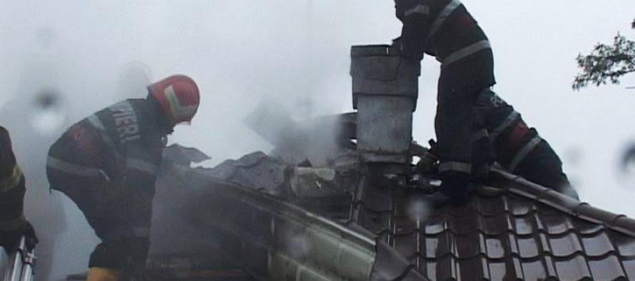 Incendiu la o locuință din Vădurele provocat de un coș de fum deteriorat
