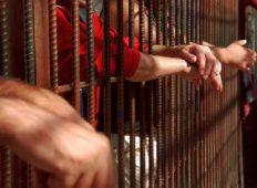 Condamnat pentru mai multe infracțiuni în Italia, a fost încarcerat de polițiști