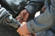 Încarcerat de polițiști după ce s-a urcat la volan băut și cu permisul suspendat