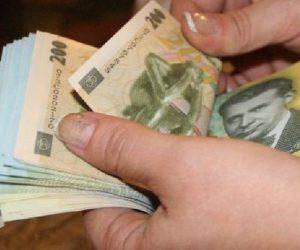 Bani găsiţi pe o stradă din Piatra Neamţ şi predaţi la poliţie