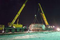 O cisternă plină cu substanţe periculoase implicată într-un accident pe DN2. S-a intervenit cu 2 macarale pentru a îndepărta pericolul.