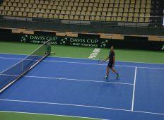 Pregătiri pentru Cupa Davis, competiţie care va avea loc în acest week-end la Piatra Neamţ
