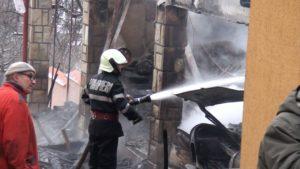 Pompieri incendiu magazie de lemne