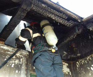 Incendiu produs de un scurtcircuit, la o locuinţă din Borleşti