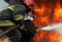 Incendiu la o hală gater, plină cu lemne, în comuna Borca