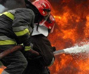 Incendiu la o locuință din comuna Petricani, o persoană în scaun cu rotile salvată de săteni