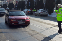 De 1 martie, poliţiştii nemţeni au oferit flori conducătoarelor auto