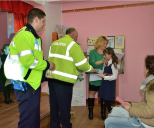 Acțiuni ale polițiștilor nemțeni în școli pentru prevenirea delicvenței juvenile