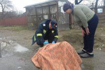 Un bătrân accidentat a fost salvat de pompierii militari, care erau în misiune de recunoaştere