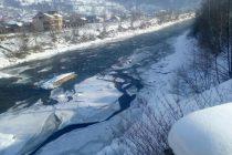 Fenomenul de zăpor pe Bistrița monitorizat de ISU Neamț