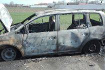 Un autoturism a ars în totalitate în localitatea Zăneşti