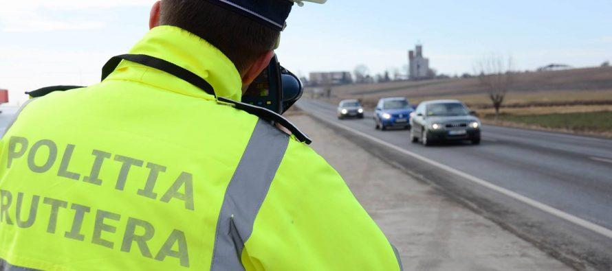 Peste 50 de șoferi amendați de polițiștii rutieri pentru depășirea limitei de viteză