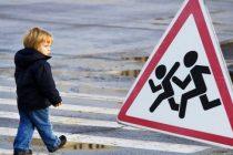 Copil accidentat pentru că a traversat strada nesupravegheat