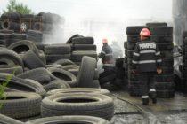 Cauciucuri şi deşeuri arse într-un incendiu la Tg. Neamţ