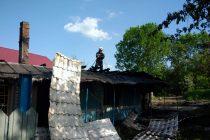 Incendiu produs de la un scurtcircuit la televizor, în comuna Cândeşti