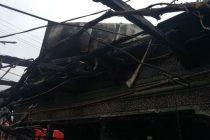 O anexă gospodărească din localitatea Scăricica a luat foc de la un scurtcircuit