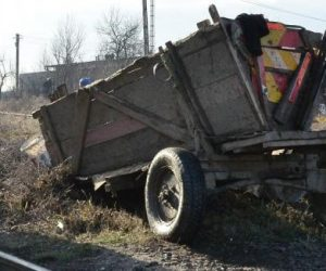 Un şofer băut a acroşat o căruţă şi a accidentat două persoane
