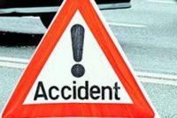 A intrat cu mașina într-o autoutilitară, a rănit un minor și a fugit de la locul accidentului