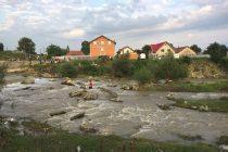 Copil căzut în râul Cracău, căutat de pompierii nemţeni