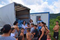 Hainele donate de pietreni au ajuns la cei nevoiaşi
