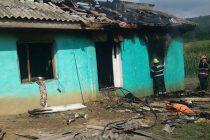 O locuinţă din comuna Boghicea a ars din cauza copiilor care s-au jucat cu focul