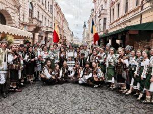 Ansamblul folcloric Miorita Ucraina