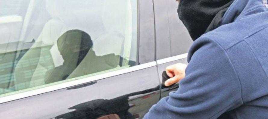 Un tânăr din Dragomirești a furat autoturismul unei femei din curtea locuinței