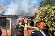 Incendiu la bucătăria de vară a unei locuinţe, în comuna Icuşeşti