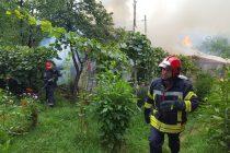În această dimineaţă: incendiu la o locuinţă de pe str. Amurgului din Piatra Neamţ