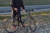 Cercetat pentru că a furat o bicicletă din curtea unui cetăţean