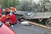 Accident rutier mortal în care au fost implicate două autoturisme şi o căruţă